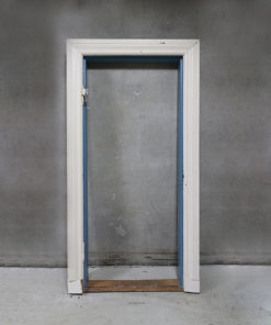Gammel dørkarm med almuegerigter.
