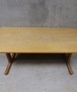 brugt spisebord fra Sorø stolefabrik, bordet fremstår med patina og brugsspor
