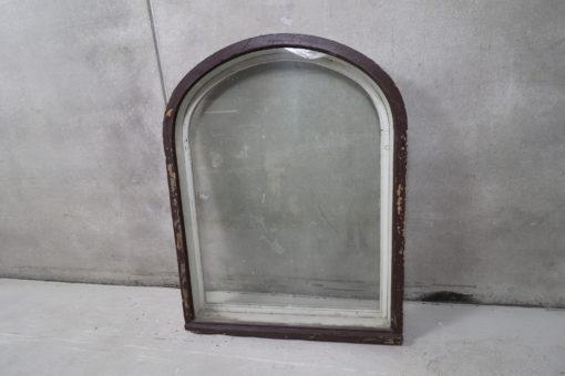 Gammlet vindue med buet top og forsatsramme 124x160cm