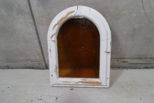 Gammelt vindue med buet top og gult råglas 51x67cm