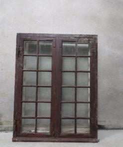 Gammelt vindue, små sprosser, enkelt lag glas, forsats ruder.
